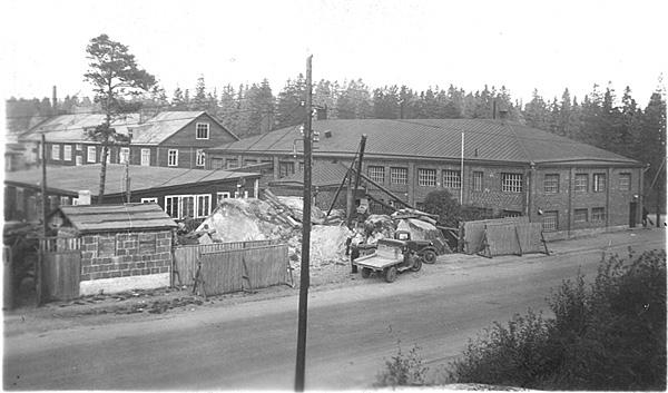 """1930-ųjų pabaigoje """"Metalliteos"""" plečia savo patalpas kampiniame Elimäenkatu ir Kuortaneenkatu sklype."""